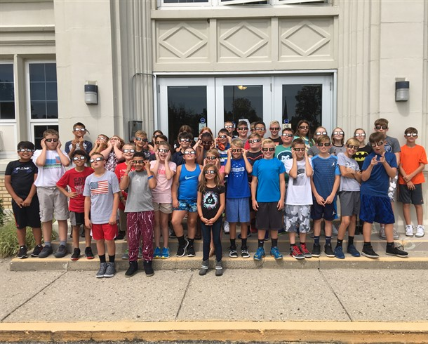 5th and 6th Graders viewing the solar eclipse